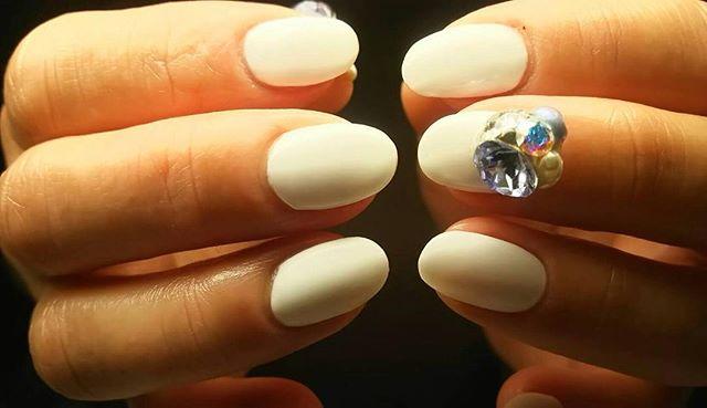 「卒業・入学にぴったりのシンプルかつ華やかなトレンドネイルネイルサロン 美NAILAdd: 神戸市北区北五葉1-6-1HP: http:www.bnail.jp/.#nail #nails #nailart #gelnail #kobe #ネイル #ネイルアート #ジェルネイル #ネイルデザイン #神戸市北区ネイルサロン #ネイルサロン美ネイル #美NAIL #シンプルネイル#卒業式ネイル#入学式ネイル#春ネイル (Instagram)