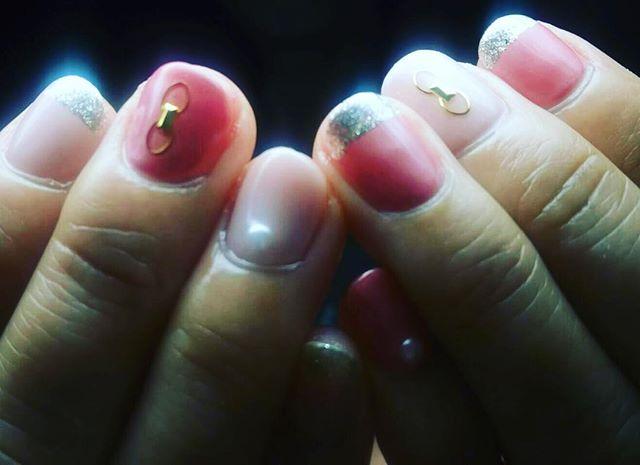 「大人なミラーネイル️ ネイルサロン 美NAIL.Add: 神戸市北区北五葉1-6-1HP: http://www.bnail.jp/.#nail #nails #nailart #gelnail #kobe #ネイル #ネイルアート #ジェルネイル #ネイルデザイン #神戸市北区ネイルサロン #ネイルサロン美ネイル #美NAIL #ミラーネイル#2018春ネイル (Instagram)