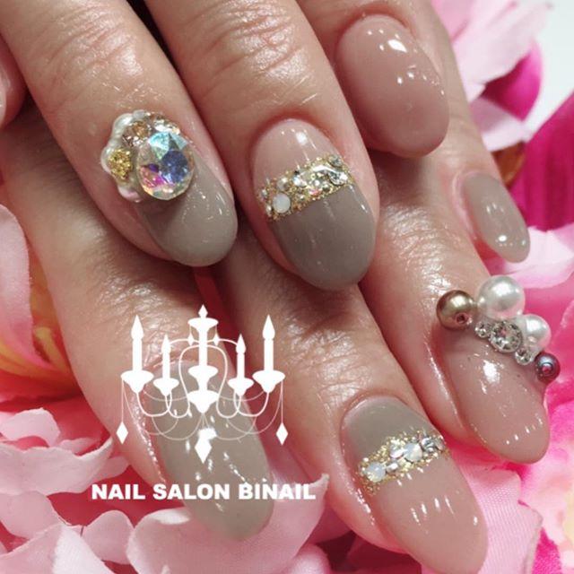 「大人気の3Dストーンネイル3Dストーンにダイヤを合わせるのも人気の組み合わせですダイヤは何度でも使えてお得当店は大変お得なお値段で販売致しております!!是非!この機会にお試しくださいだんだん秋ネイルも人気になってきていますよ.ネイルサロン 美NAIL.Add:神戸市北区北五葉1-6-1HP:http://www.bnail.jp/.#nail #nails #nailart #gel nail #kobe #ネイル #ネイルアート #ジェルネイル #ネイルデザイン #神戸市北区ネイルサロン #ネイルサロン美NAIL #美NAIL#3Dストーン#秋ネイル#ダイヤ#バイカラーネイル (Instagram)