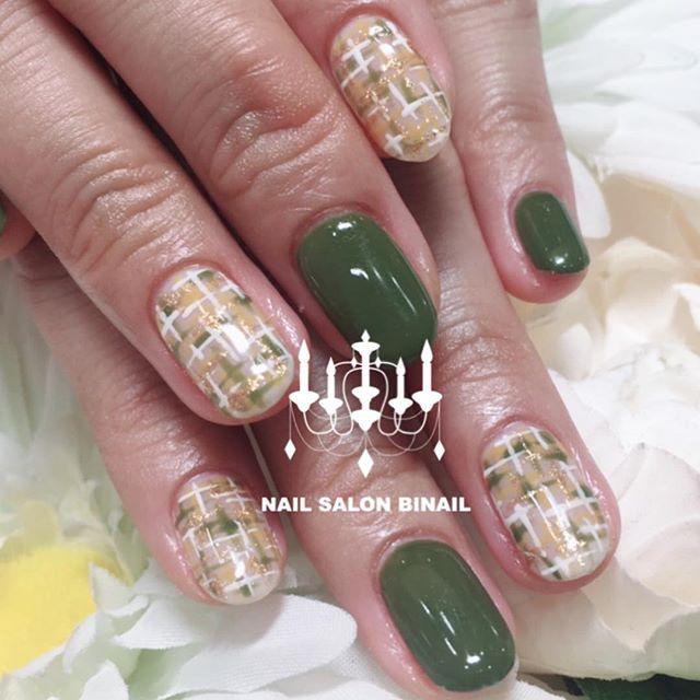 「秋に大人気のカーキカラーツイードのアートと組み合わせることで一気に秋っぽいネイルになります.今回はカーキ×からし色×白でツイード.チェックは秋にも冬にも大人気になります朗.ぜひお試し下さ〜い️.ネイルサロン  美NAIL.Add:神戸市北区北五葉1-6-1HP:http://www.bnail.jp/.#nail #nails #nailart #gel nail #kobe #ネイル #ネイルアート #ジェルネイル #ネイルデザイン #神戸市北区ネイルサロン #ネイルサロン美NAIL西鈴蘭台店 #美NAIL#カーキ#からし色#ツイードネイル#秋ネイル (Instagram)
