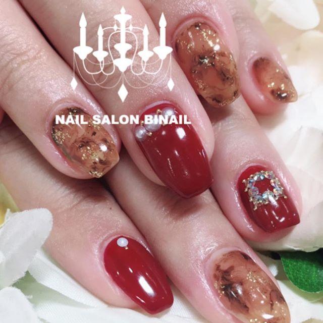 「秋になると大好評のべっ甲ネイル色々な色でお楽しみいただける大人気のデザインです今回は赤やパール、ストーンとの組み合わせで華やかに.ネイルサロン 美NAIL.Add:神戸市北区北五葉1-6-1HP:http://www.bnail.jp/.#nail #nails #nailart #gel nail #kobe #ネイル #ネイルアート #ジェルネイル #ネイルデザイン #神戸市北区ネイルサロン #ネイルサロン美NAIL #美NAIL#べっ甲ネイル#赤ネイル#ストーンアード#パール#秋ネイル (Instagram)