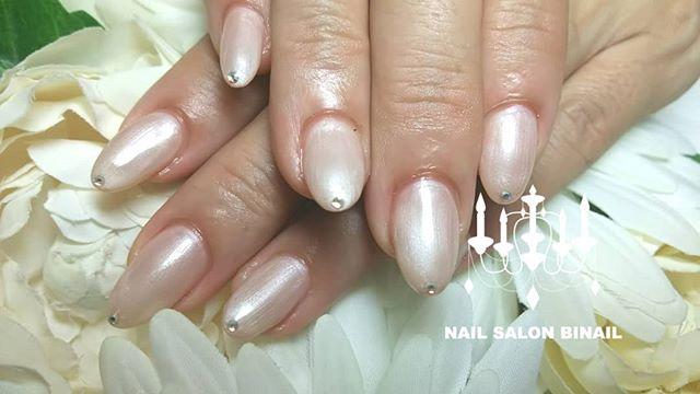 「上品カラーにシンプルアートでパール感のあるカラーだとでたとこ先が綺麗に仕上がりますネイルを綺麗にしていると気持ち所作も綺麗になる気がします(笑)ネイルサロン 美NAIL.Add: 神戸市北区北五葉1-6-1HP: http://www.bnail.jp/.#nail #nails #nailart #gelnail #kobe #ネイル #ネイルアート #ジェルネイル #ネイルデザイン #神戸市北区ネイルサロン #ネイルサロン美ネイル #美NAIL#美NAIL西鈴蘭台店#美nail西鈴蘭台店究極のフィルイン#究極のフィルイン#パラジェル#削らないジェル#自爪を削らないジェル#西鈴蘭台#所作が綺麗#パールカラー#上品ネイル (Instagram)