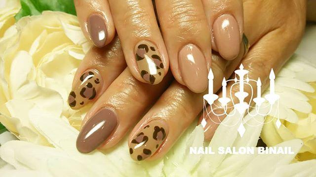 「大人のヒョウ柄ネイルシックな色味と組み合わせればトレンドのヒョウ柄も大人っぽくお爪を削らない、肌を乾燥させる薬剤が不要な究極のフィルイン技術は冬の乾燥肌対策にとってもオススメネイルサロン 美NAIL.Add: 神戸市北区北五葉1-6-1HP: http://www.bnail.jp/.#nail #nails #nailart #gelnail #kobe #ネイル #ネイルアート #ジェルネイル #ネイルデザイン #神戸市北区ネイルサロン #ネイルサロン美ネイル #美NAIL #2018秋#やっぱヒョウ柄#ヌーディーカラー#究極のフィルイン#パラジェル#ワンカラー#フラットが好き#大人のネイル#冬の手荒れ対策#手荒れ対策 (Instagram)