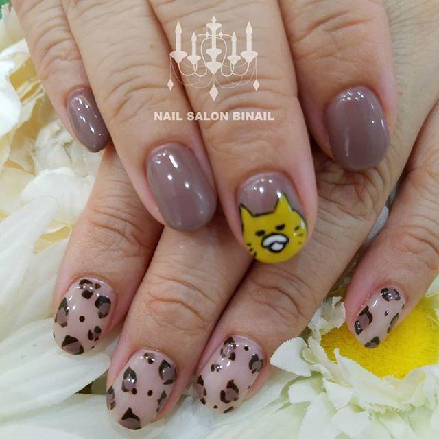 「ネイルサロン  美NAIL当店、Instagramの画像を見ていただきデザインさせていただきました猫?キャラは息子さんの好きな絵本の主人公との事喜んでいただけましたでしょうか?いつも、ありがとうございます.Add:神戸市北区北五葉1-6-1HP:http://www.bnail.jp/.#nail #nails #nailart #gel nail #kobe #ネイル #ネイルアート #ジェルネイル #ネイルデザイン #神戸市北区ネイルサロン #ネイルサロン美NAIL #美NAIL#ネイルサロン美NAIL西鈴蘭台店#美NAIL西鈴蘭台店究極のフィルイン#パラジェル#キャラネイル#ヒョウ柄#レオパード柄#秋カラー (Instagram)