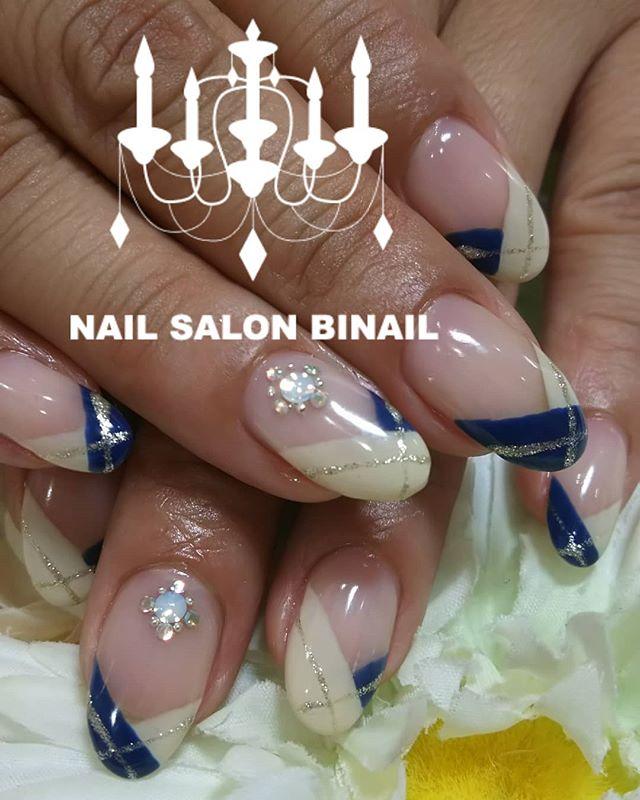 「大人上品な変形フレンチネイルネイビーも使いたいけど、一色塗りは勇気でない、、、って方にも使っていただきやすいデザインになっていますネイルサロン  美NAIL.Add:神戸市北区北五葉1-6-1HP:http://www.bnail.jp/.#nail #nails #nailart #gel nail #kobe #ネイル #ネイルアート #ジェルネイル #ネイルデザイン #神戸市北区ネイルサロン #ネイルサロン美NAIL #美NAIL#ネイルサロン美NAIL西鈴蘭台店#美NAIL西鈴蘭台店究極のフィルイン#パラジェル#自爪を削らない#自爪に優しい#イベントネイル#成人式ネイル#自分で取れる#自分で取れるジェルネイル#1日だけネイルしたい#ピールオフジェル#フレンチネイル#変形フレンチ  #上品ネイル#大人ネイル (Instagram)